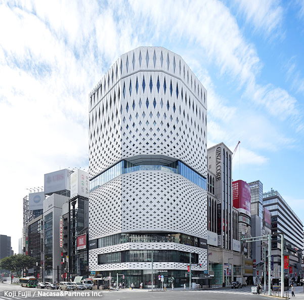 3451326626e We look down at 4, Ginza intersection that is world eminent downtown, the  center of Ginza under eyes, It is multipurpose event space. In popup shop,  touch ...